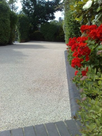 Resin Bound Drive in Daltex Silver